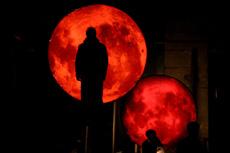 Narodno pozorište Vojdan Černodrinski iz Prilepa, Makedonija: Bertolt Brecht Bubnjevi u noći, red Martin Kočevski